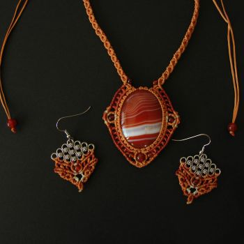 """Fire Macrame Set (necklace + earrings) """"Dawn on Jupiter"""" with Jasper cabochon and carnelian beads"""