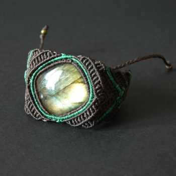 "Unisex brown & green bracelet ""Aloha"" decorated by asymmetric Labradorite"